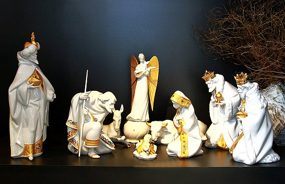White porcelain Lladro nativity scene