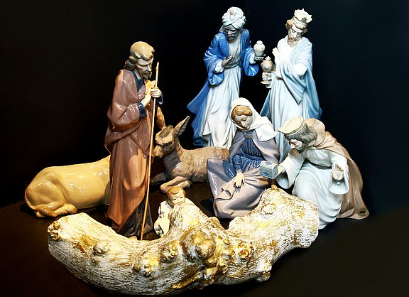 Lladro nativity scene with the elegant kings
